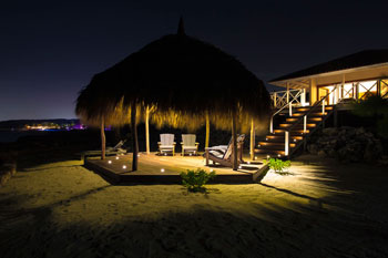 Vakantiehuis Curacao HappyView palapa by night